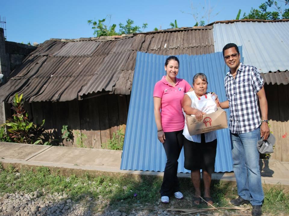 Moradores que tienen techos precarios reciben lamina de for Figuras para techos de casas