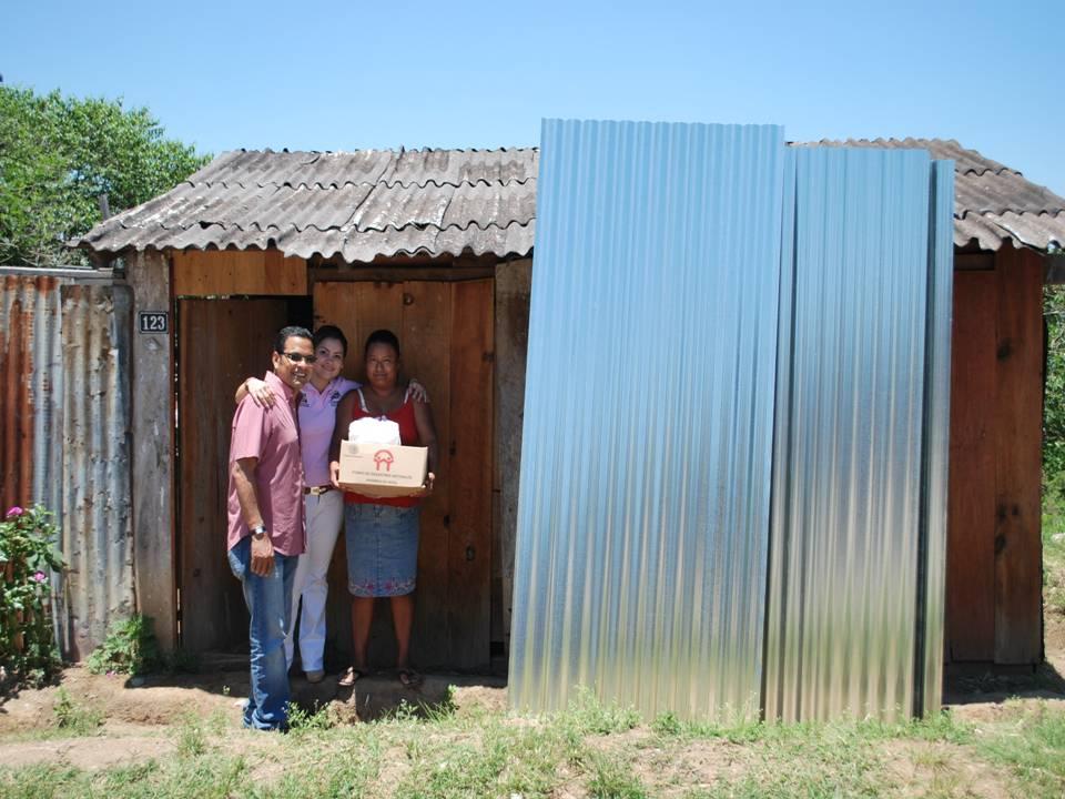 Moradores que tienen techos precarios reciben lamina de - Proteccion para casas ...